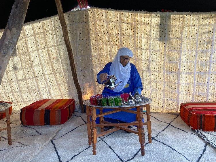 Marokkaanse theeceremonie nomaden tent