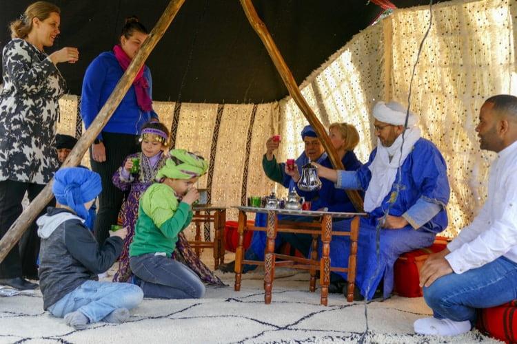 nomaden tent theeceremonie